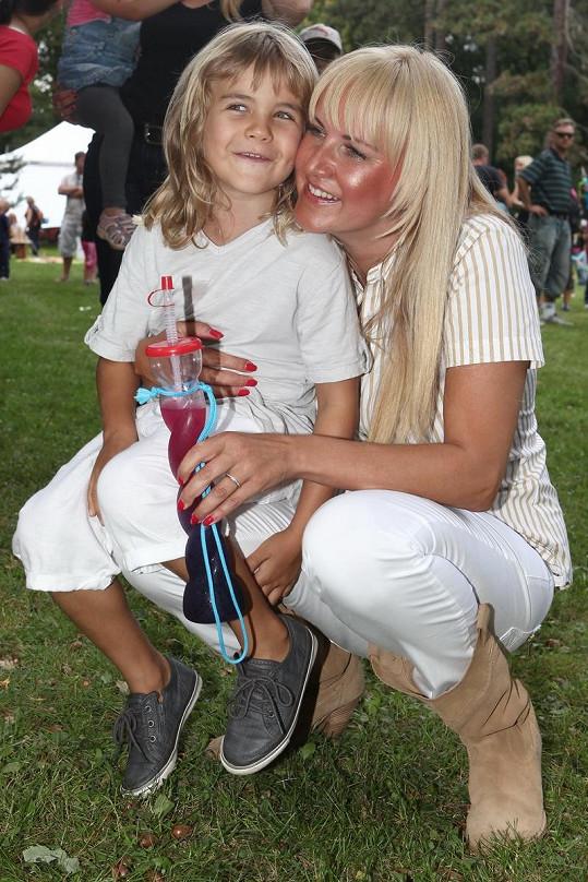 Vendula Svobodová se synem Jakubem na akci Babí léto v Kunraticích