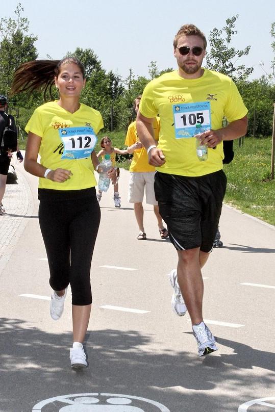 Martin a Elisavet při běhu.