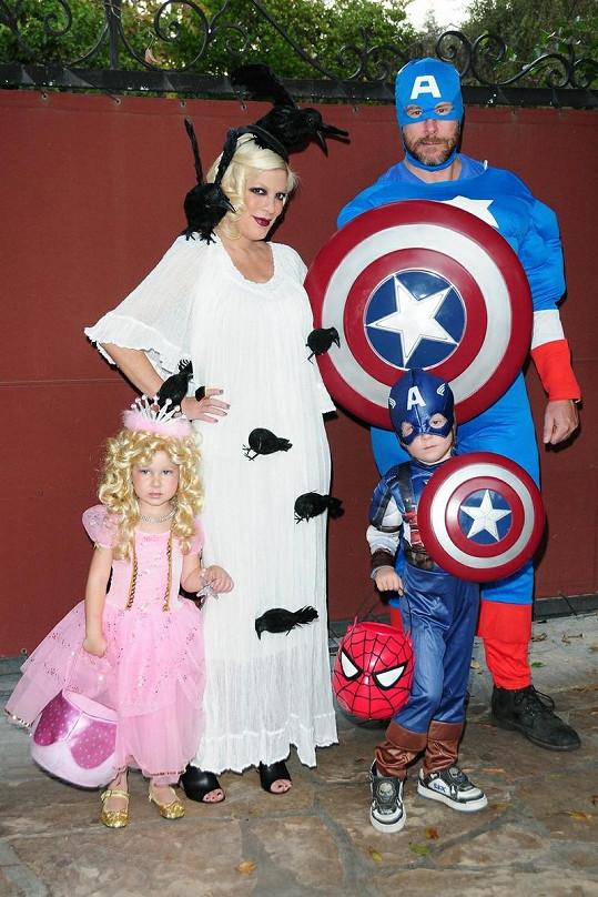 Tori Spelling s rodinou.