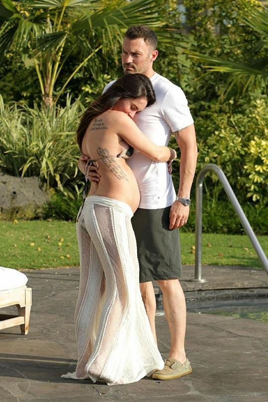 Těhotná Megan Fox s manželem.