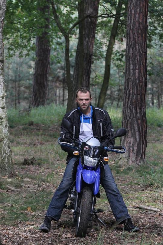Lukáš vypadal na motorce opravdu stylově.