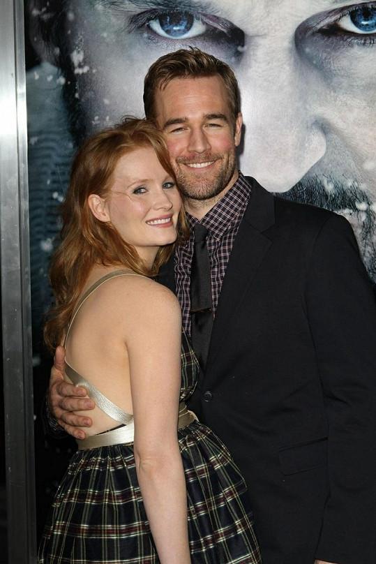 James a jeho půvabná manželka Kimberly.