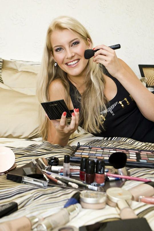 Jitka Nováčková má plný jeden kufr kosmetiky.