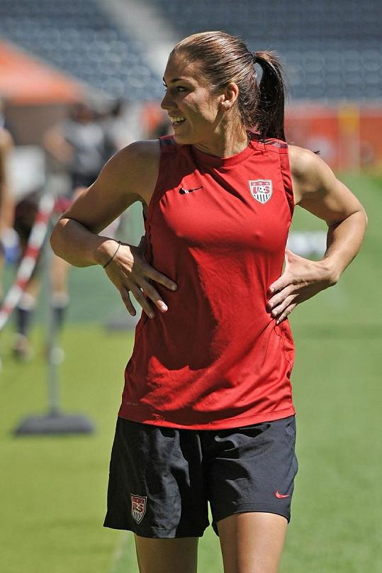 Americká brankářka je snem mnoha mužů, ona dává přednost fotbalu.