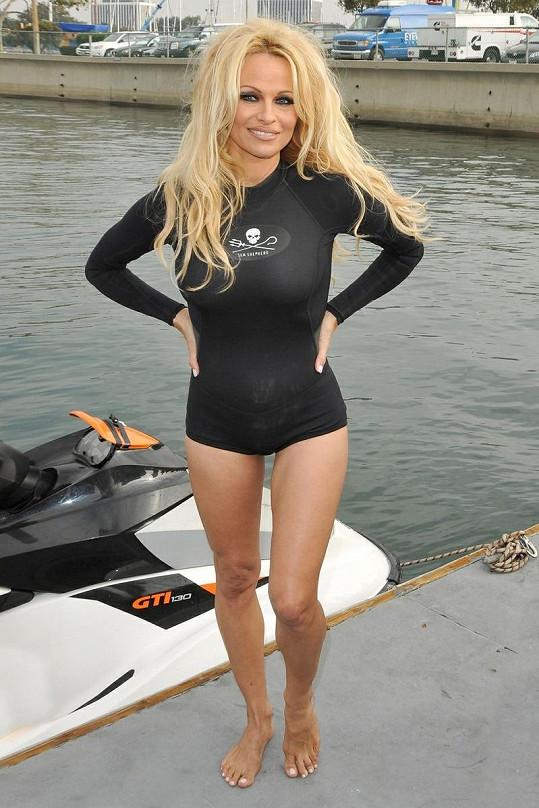 Pamela Anderson je stále kus.