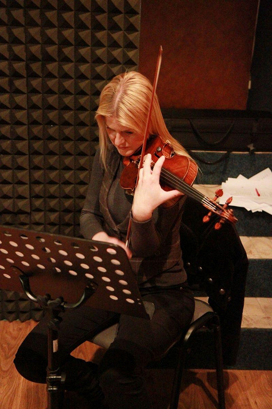 Gabriela Demeterová nahrála Noidovi doprovod.