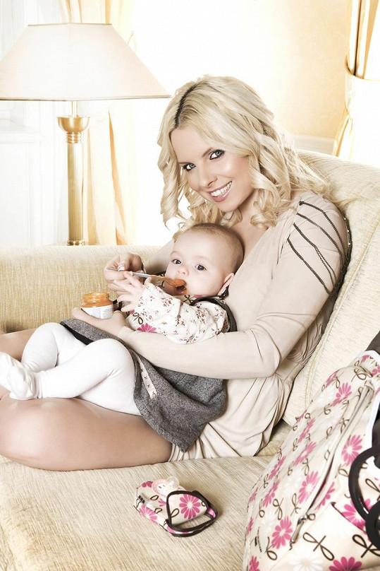 Kateřina Kristelová s hladovou devítiměsíční dcerou Claudií