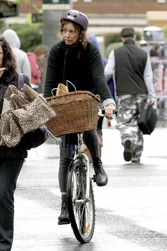 Herečka se ráda prijíždí ulicemi Sydney.