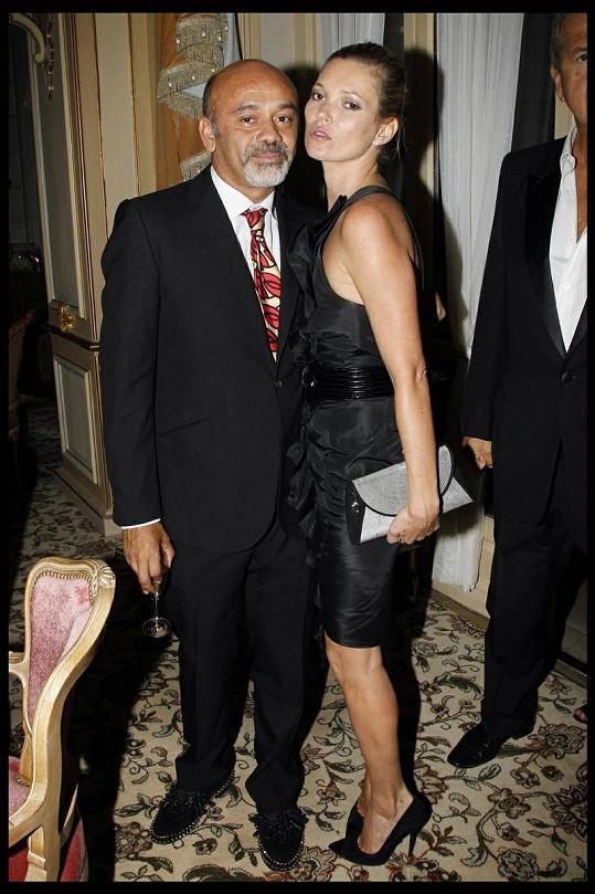 Kate se vinula k věhlasnému francouzskému návrháři obuvi Christianu Louboutinovi.