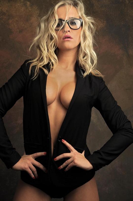 Nela Slováková, která vyhrála reality show Hotel Paradise, má silikonové poprsí, které ráda ukazuje.
