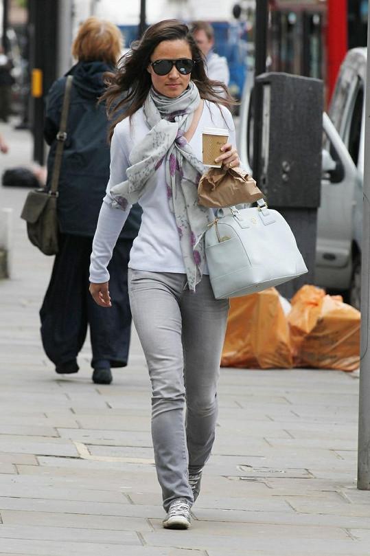 Pippa Middleton a její pohodlný model.