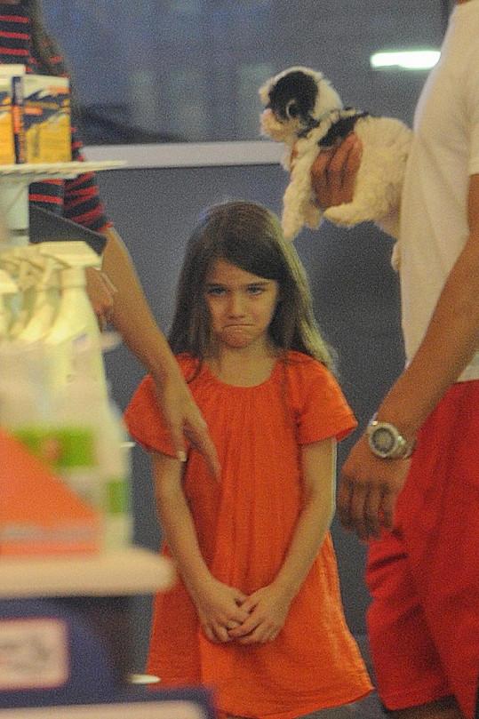 Naštvaná Suri ve chvíli, kdy chtěla koupit štěňátko.