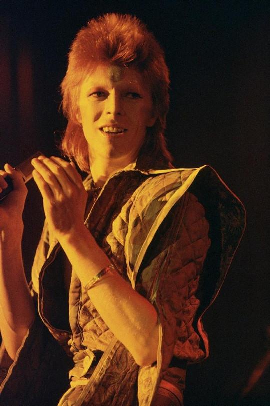 David Bowie nosil v 70. letech tento výstřední účes, který napodobila Kate Moss.