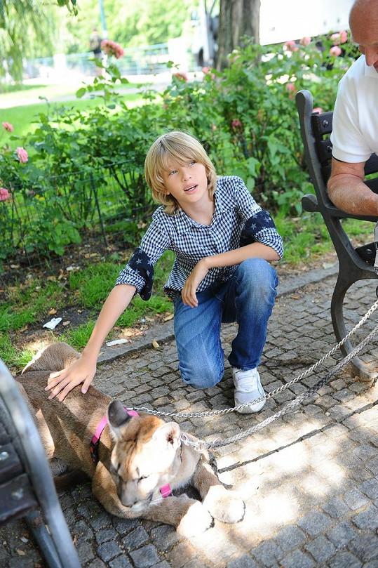 Modelčin syn Tobias.