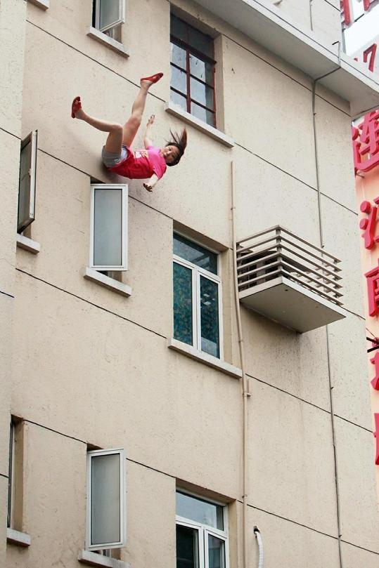 Číňanka měla štěstí v neštěstí.