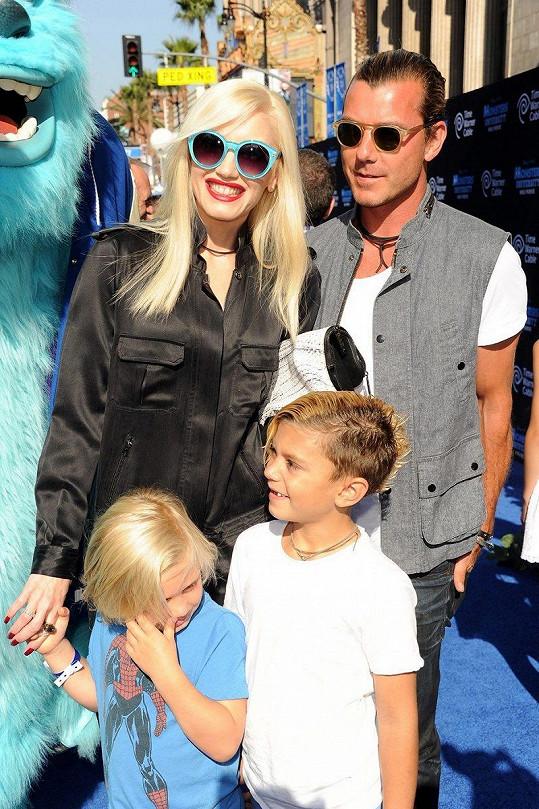 Jejím tátou je Gavin Rossdale, manžel Gwen Stefani.