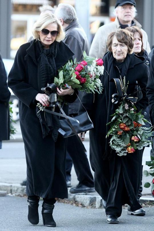 Helena Vondráčková dorazila se sestrou Zdenou.