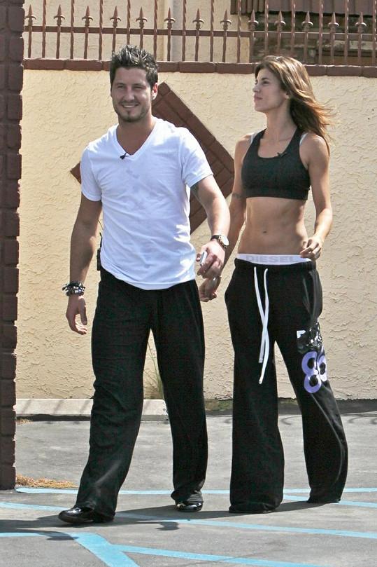 Droboučká Elisabetta Canalis se svým tanečním partnerem Valentinem Chmerkovským.