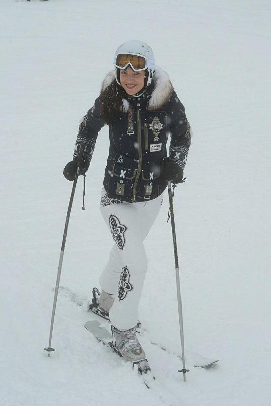 Takhle vyráží Katka na lyže.