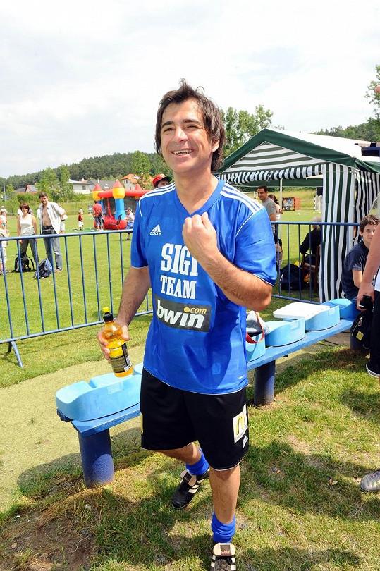 Sagvan Tofi se cítí dobře ve sportovním.