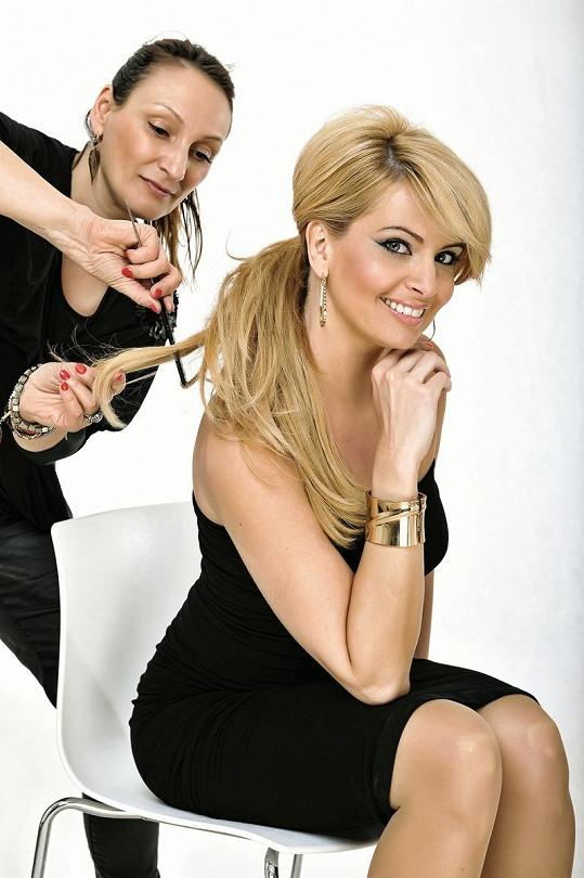 Marianna v péči kadeřnice Claudie Marčekové.
