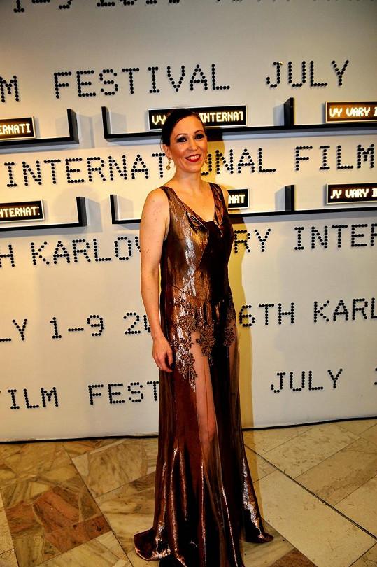 Zuzana Stivínová předvedla svoji štíhlou postavu v odvážných šatech.