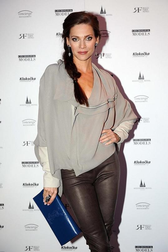 Andrea Verešová si výjimečně nevzala sexy šatičky.