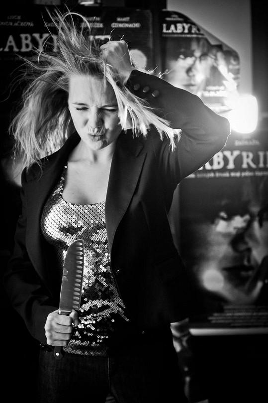 Kfocení Lucka využila i toho, že od tvůrců Labyrintu dostala jako dárek pod stromeček plakáty kfilmu, na kterých hraje, stejně jako ve filmu, hlavní roli.