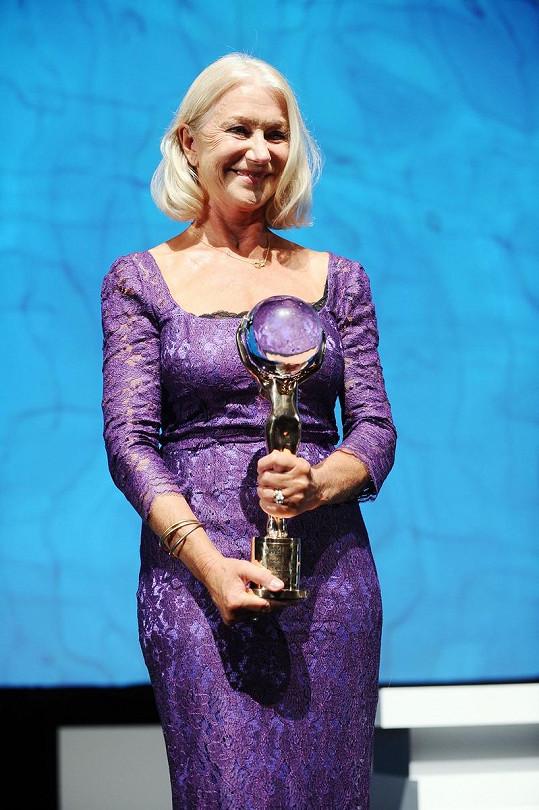 Helen Mirren vypadala skvostně.