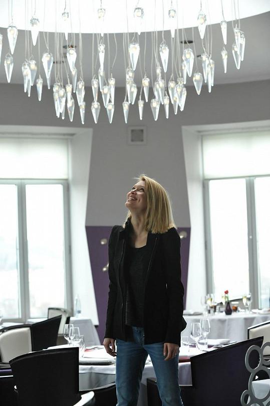 Hanka obdivovala lustr od známého designéra Ronyho Plesla.
