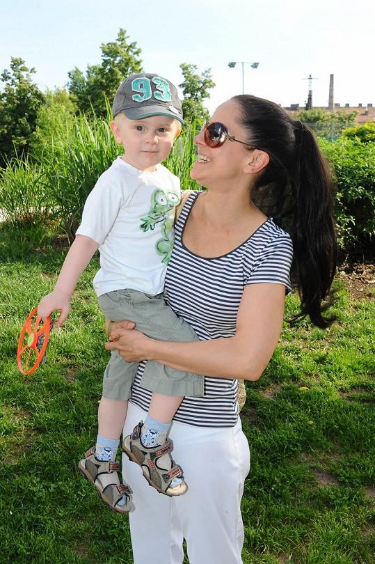 Laďka Něrgešová se synem Adamem, kterého od tří let ve společnosti neukázala.