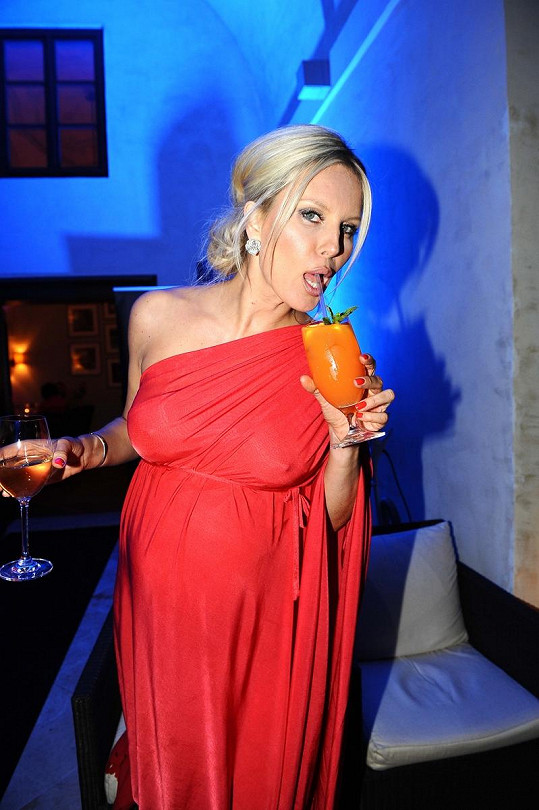 Simona Krainová pije jen nealko koktejly.
