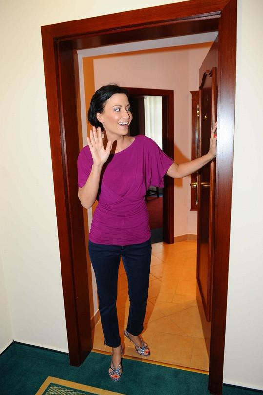 Partyšová u svého hotelového pokoje.
