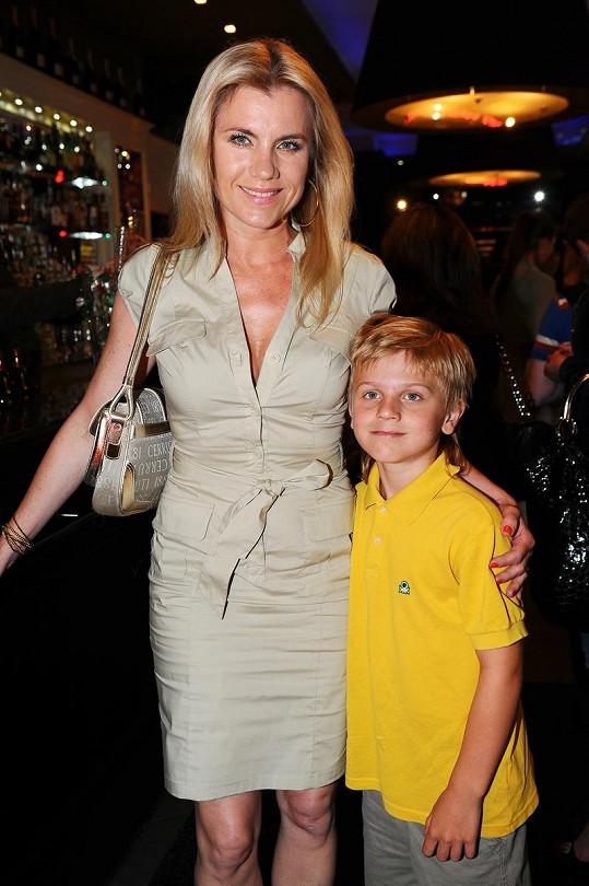 Leona Machálková se synem Arturem.