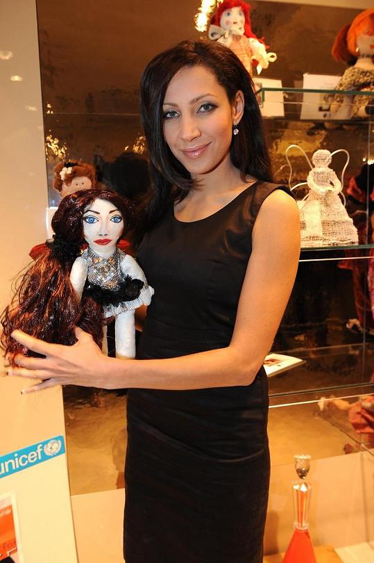 Olga Lounová se inspirovala Angelinou Jolie.