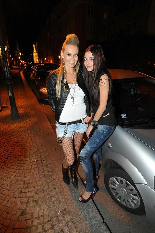 Martina Gavriely a Hana Svobodová na narozeninách DJ Uwy.