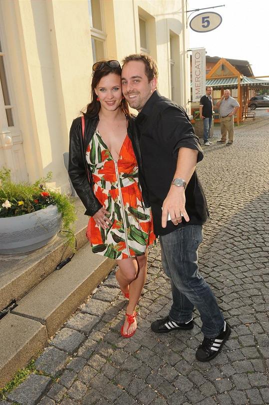 Finalista Hlasu Petr Kutheil s herečkou Kristýnou Leichtovou.