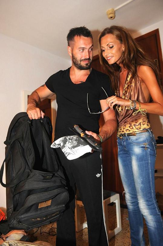 Eliška Bučková s Noidem, kterému stačí na dovolenou malá taška.