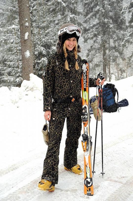 Aktuální Miss Golf Simona Dvořáková opravdu lyžovala.
