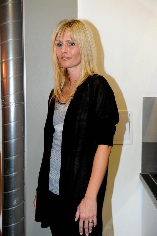 Martina si udržuje blond barvu.
