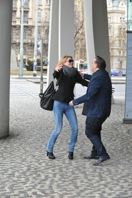 Hanka se vítala s manažerem Sašou Jánym.