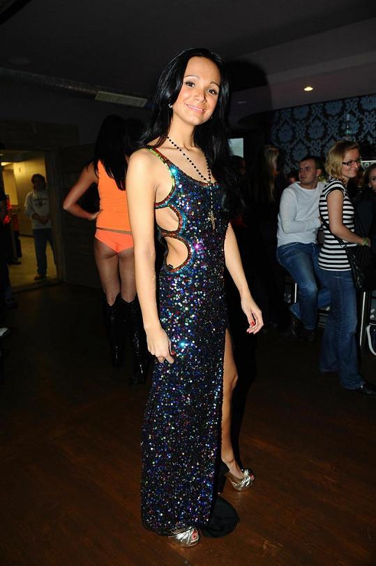 Gábina Dvořáková předváděla šaty, ve kterých vyniklo její štíhlounké tělo.
