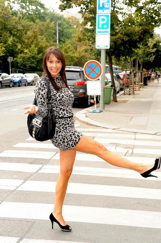 Heidi Janků ráda ukazuje nohy.