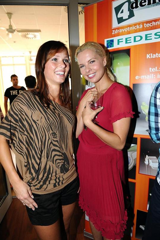 Katka Kristelová také nechyběla na otevření zubní kliniky.