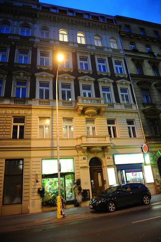 V tomto domě v centru Prahy došlo k požáru