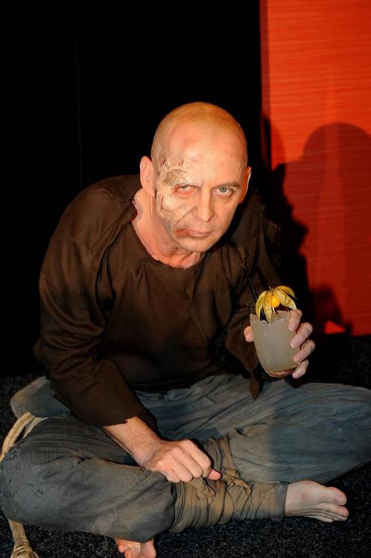 Tomáš Trapl jako hrbáč Quasimodo.
