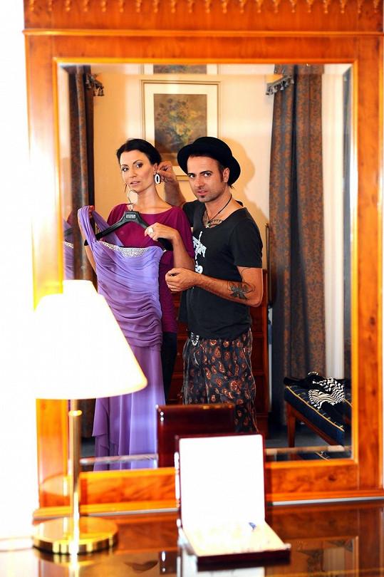 Gábina se stylistou Norbertem a šaty od Tatiany Kovaříkové.