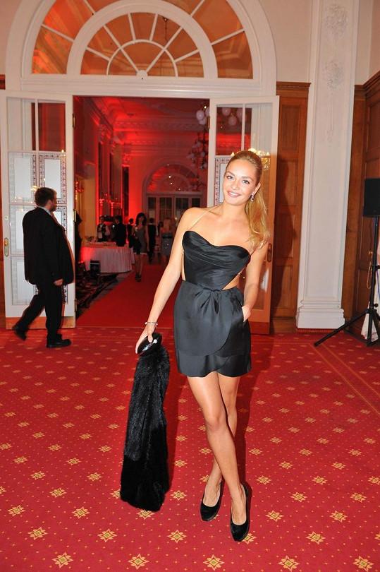 Taťána Kuchařová v pořádně sexy šatech.