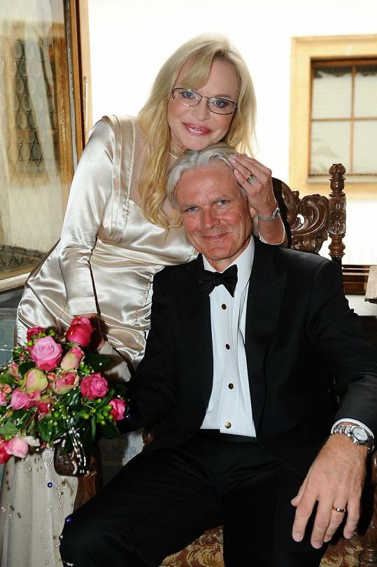 Jana Blochová Macková s novomanželem Martynem Peterem Whitem
