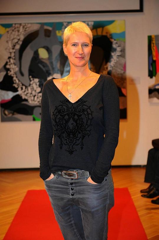 Sylva Lauerová má ještě kratší sestřih.
